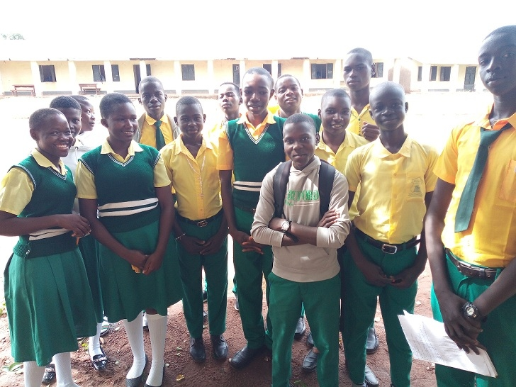 A group of students from Abangite Science and Technology High School in Yambio participating in a Peacepal program 2019/2020 with students from Amy High School from New Mexico. Supported by Global 1to1